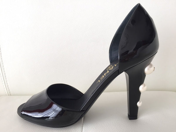 CHANEL BLACK PATENT LEATHER D'ORSAY PUMPS WITH BIG CC PEARLS