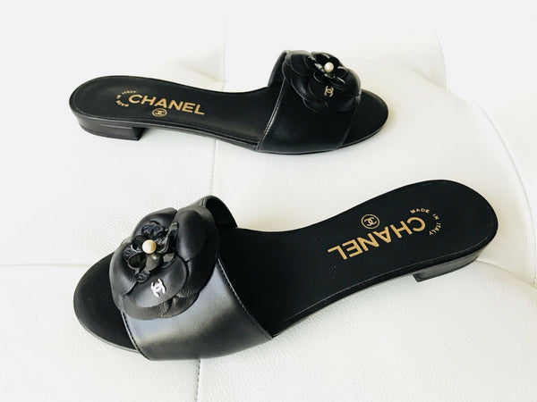 CHANEL BLACK CAMELLIA FLOWER LEATHER MULES SLIDES SANDALS CC LOGO
