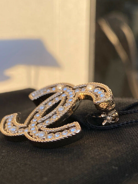 CHANEL 2019 S GOLD CC LOGO WHITE CRYSTALS PEARLS BROOCH SMALL PIN