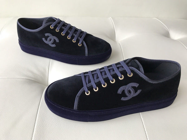 CHANEL CC LOGO BLUE NAVY VELVET LACE UP FLAT TENNIS SNEAKERS LOW TOPS