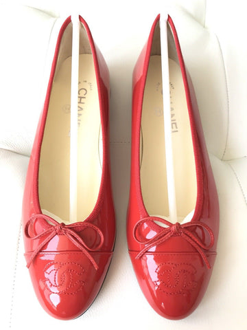 CHANEL RED CORAL PATENT LEATHER CAP TOE BALLET BALLERINA FLAT FLATS SHOES