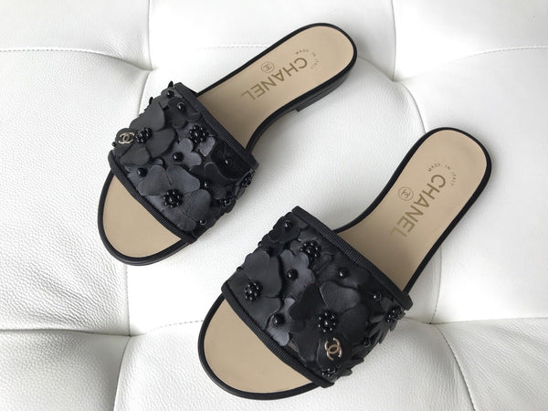 2018 CHANEL BLACK LEATHER CAMELLIA FLOWER EMBOSSED SLIDES MULES SHOES SANDALS