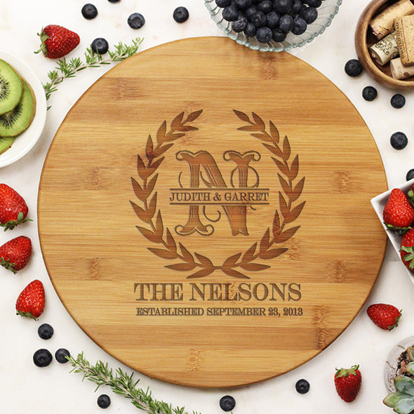"Round Cutting Board Olive Wreath ""The Nelsons"""
