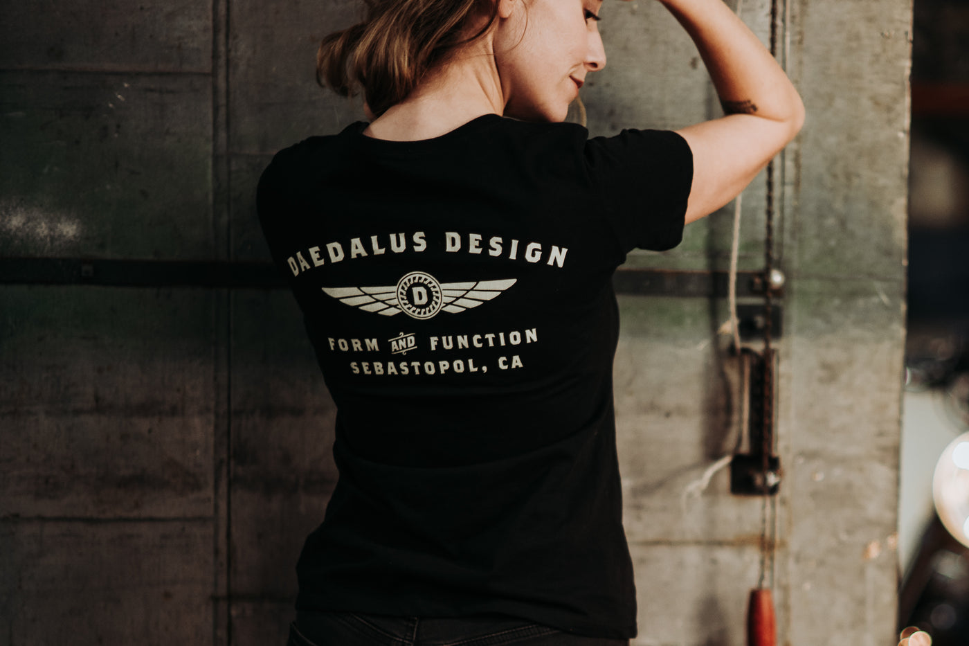 Daedalus Design | Women's Fine Scoop Shirt - Black