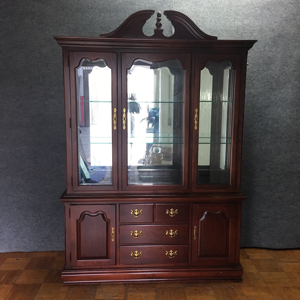 Thomasville Traditional Wood & Glass China/Display Cabinet (#6546) - The Things And Stuff - 3