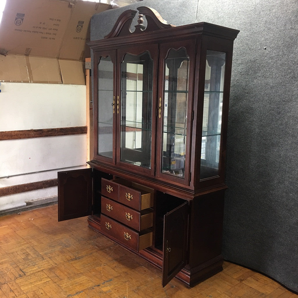 Thomasville Traditional Wood & Glass China/Display Cabinet (#6546) - The Things And Stuff - 5