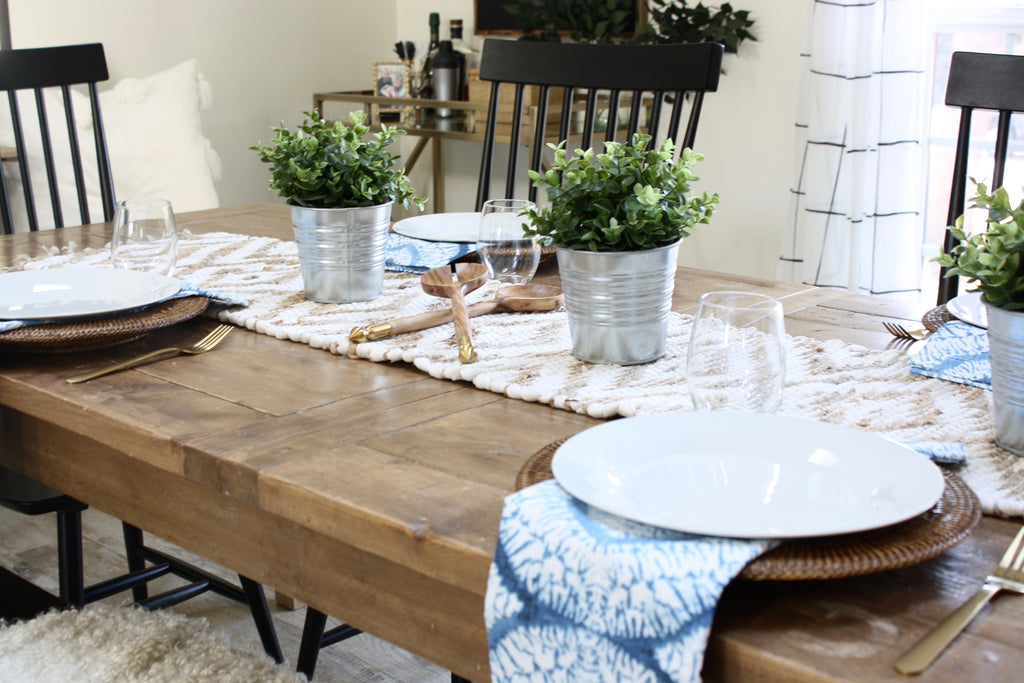 Farmhouse Modern Dining Room Inspiration from @ashleydsp