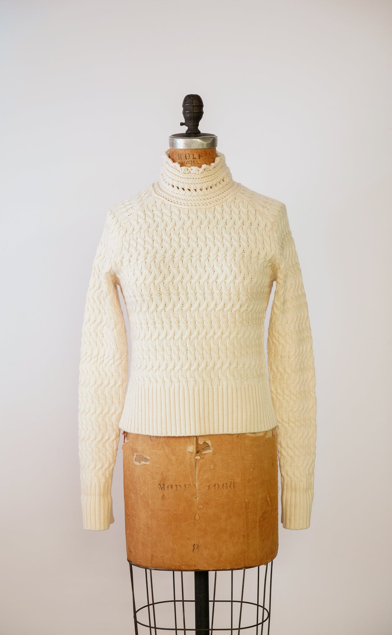 The 'Dyer' Rollneck in Parchemin