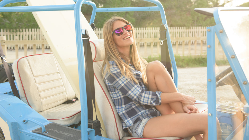 cab9_eyewear_girl_in_beach_buggy_stealth_red_revo
