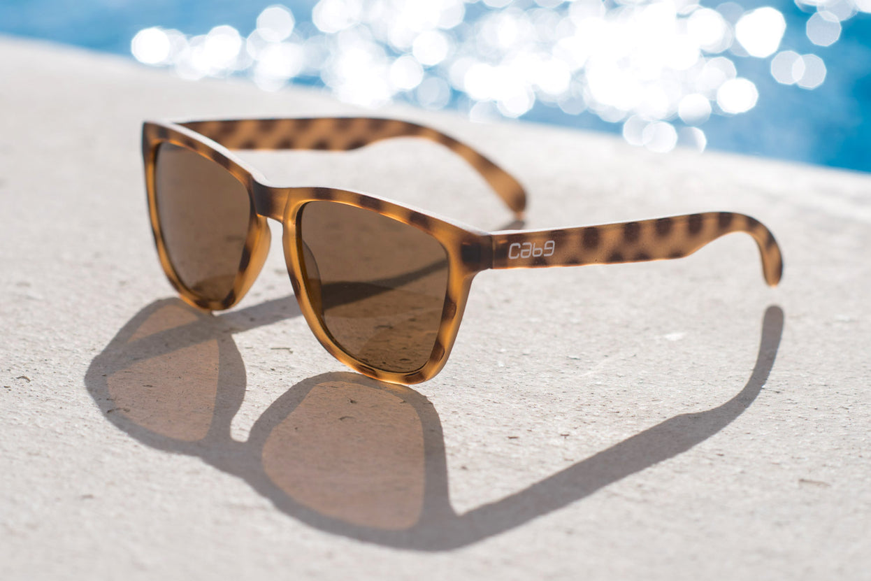 cab9_eyewear_savannah_brown_revo_poolside