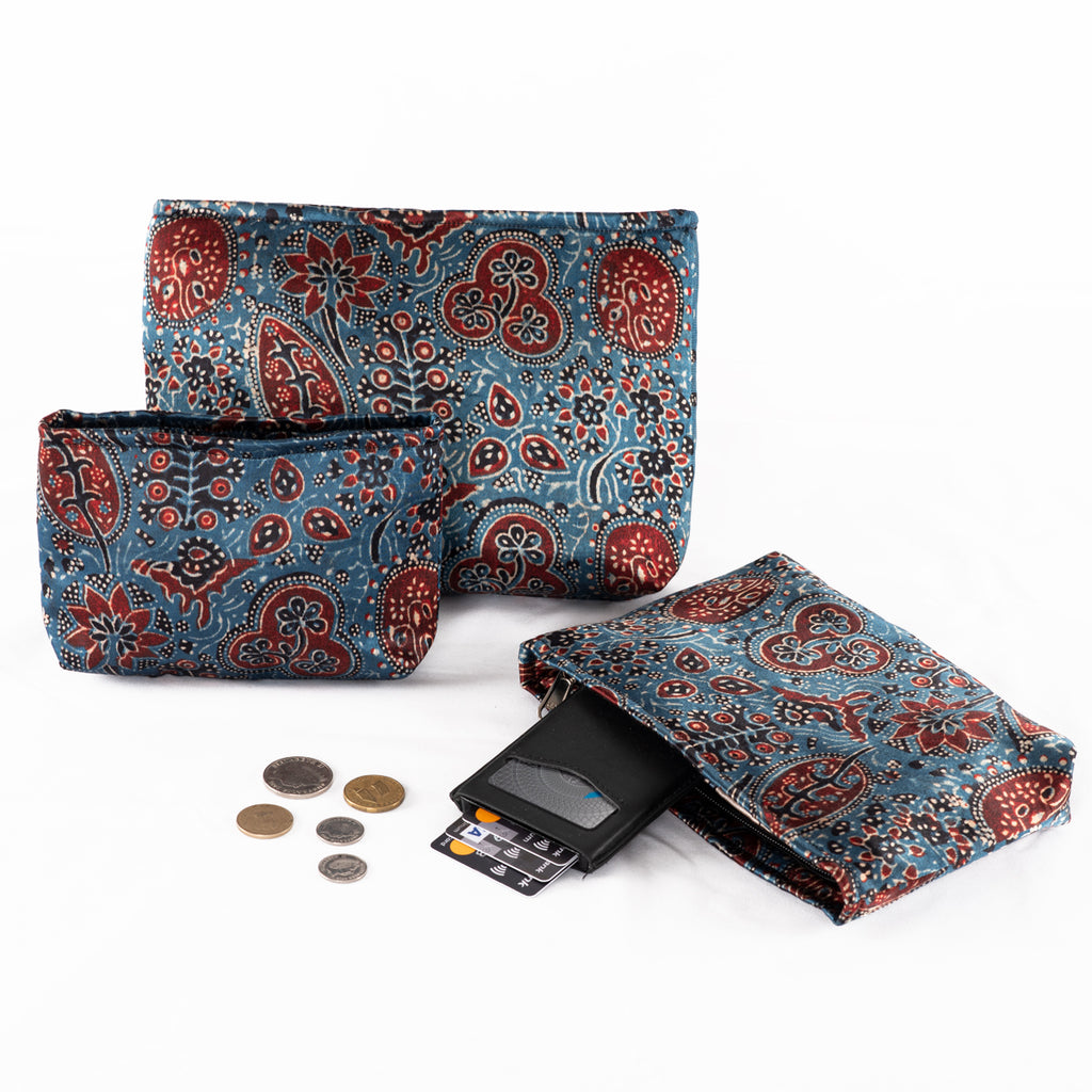 Sveze - Hand-block Print Silk Travel Case Set of 3 - Blue Red Black Floral - Lifestyle image