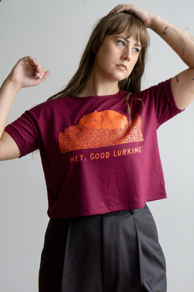 Hey Good Lurking Cropped Heavy Loose Tee - BURGUNDY