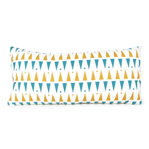 nobodinoz-cushion-averell-blue-honey-triangles-01