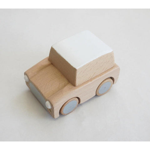 kukkia-kuruma-classic-wooden-wind-up-car-natural- (1)