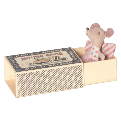 maileg-little-sister-mouse-in-box-01