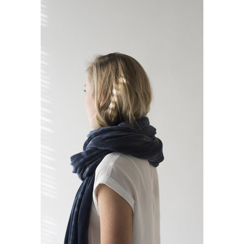monk-&-anna-super-long-scarf-velvet-blue-01