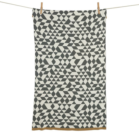 quax-knitted-blanket-triangle- (1)