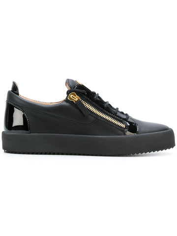 LOW BLACK SNEAKERS WITH PATENT LEATHER AND LOGO IN GOLD