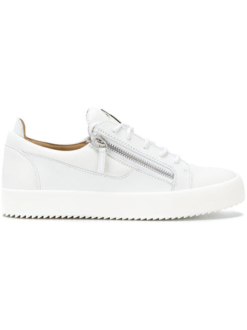 WHITE LOW TOP SNEAKER WITH SILVER LOGO FROM GIUSEPPE ZANOTTI