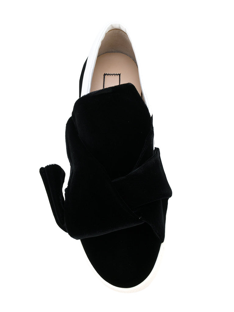 BLACK VELVET SNEAKER WITH BOW DETAIL FROM NO 21