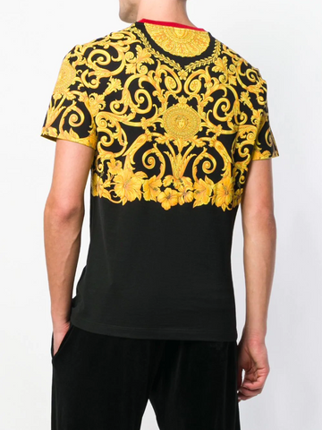 Iconic baroc Versace tshirt with red detail