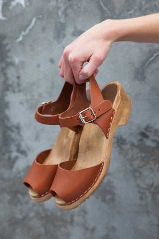 Mia Anja Clogs Luggage Leather