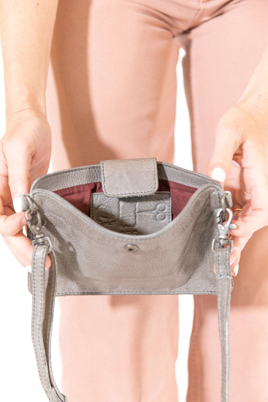 Kelly Crossbody in Grey