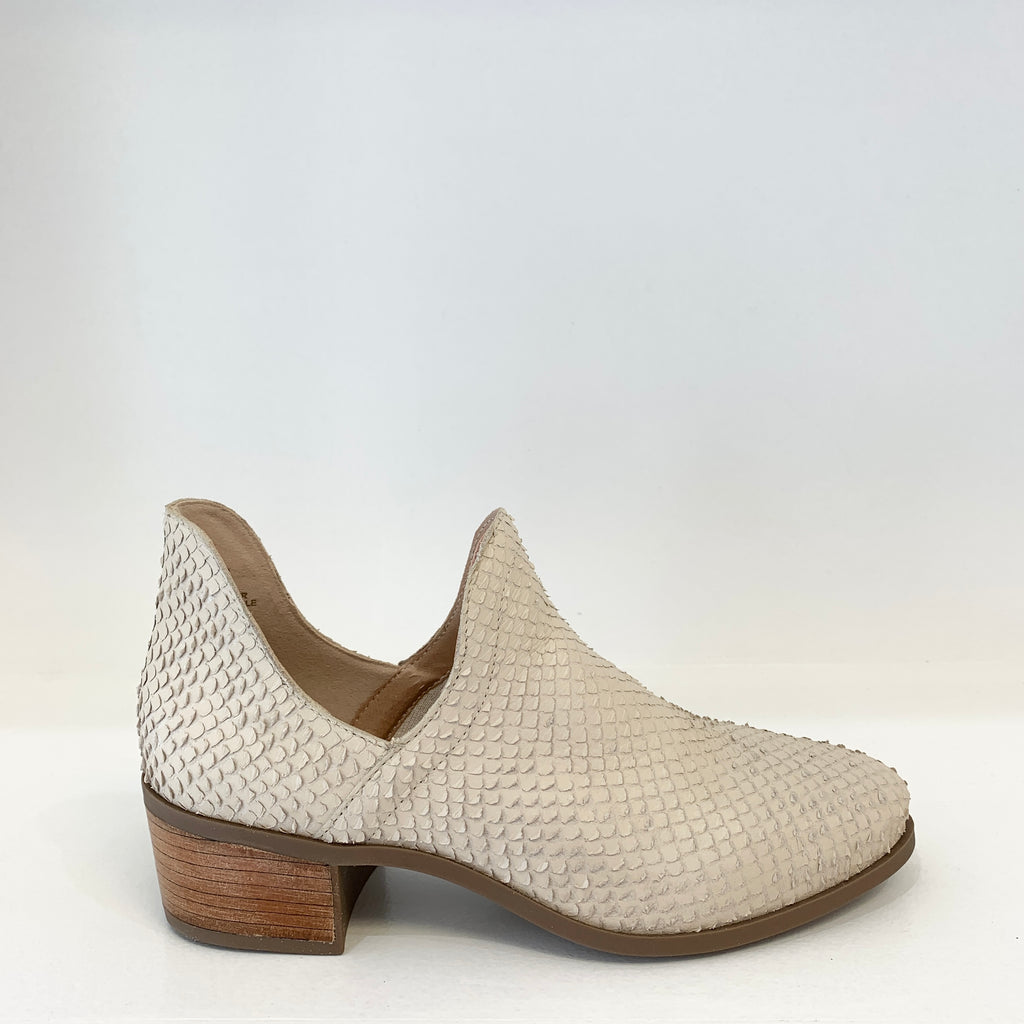 Seeker Ankle Boot in Ivory