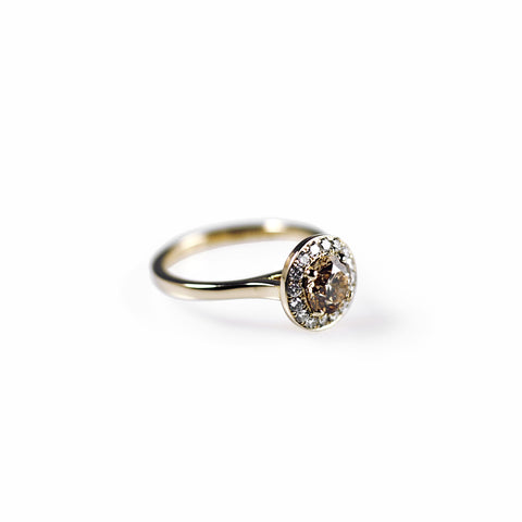 750 18k Yellow gold 1ct brilliant cut Champagne diamond with halo of white diamonds Engagement ring Berlin