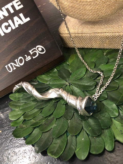 Load image into Gallery viewer, Uno de 50 Large Horn Necklace