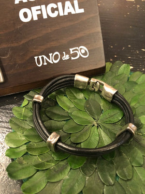 Load image into Gallery viewer, Uno de 50 Men's Black Leather and Silver Bracelet