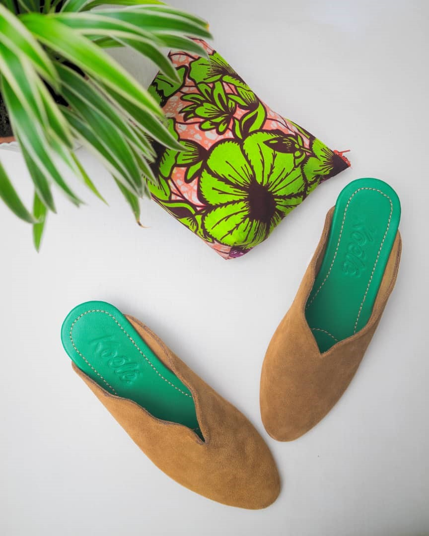 WAVY BROWN SUEDE MULES/GREEN SOLE