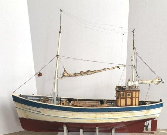 Model Boats, Sail, And CG - 1476 Boat Model Of A North Sea Trawler