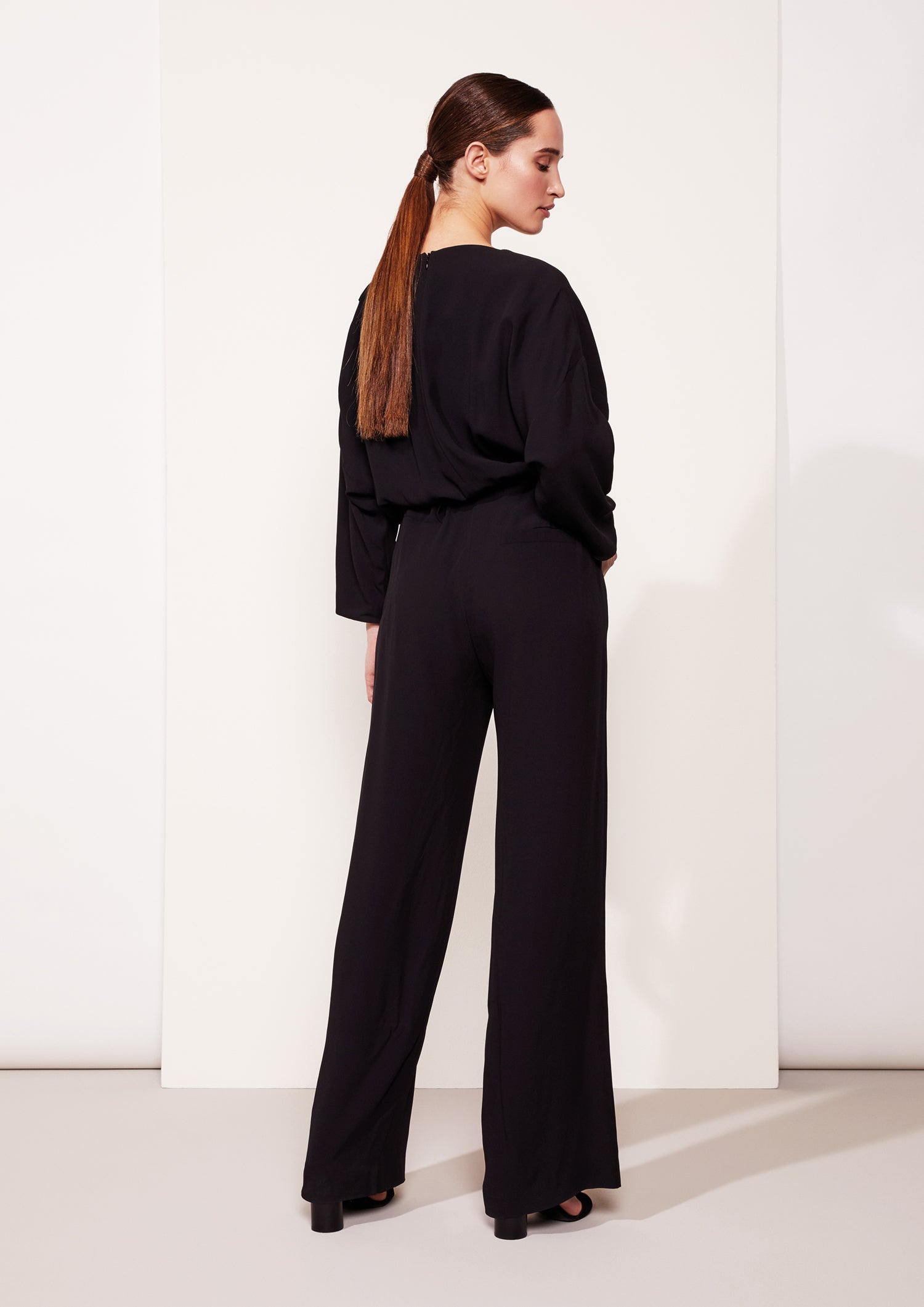 Jumpsuit One viscose crepe zwart