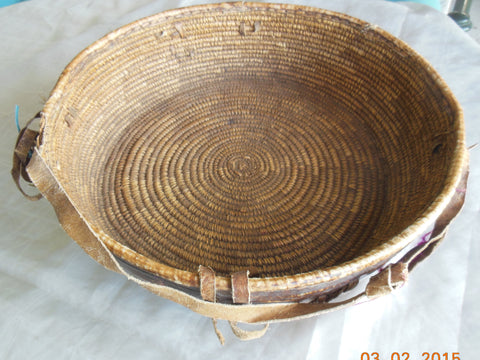VINTAGE ETHIOPIAN TRADITIONAL WOVEN BASKET WITH LEATHER COVERING AGELGIL 14 INCHES DIAMETER