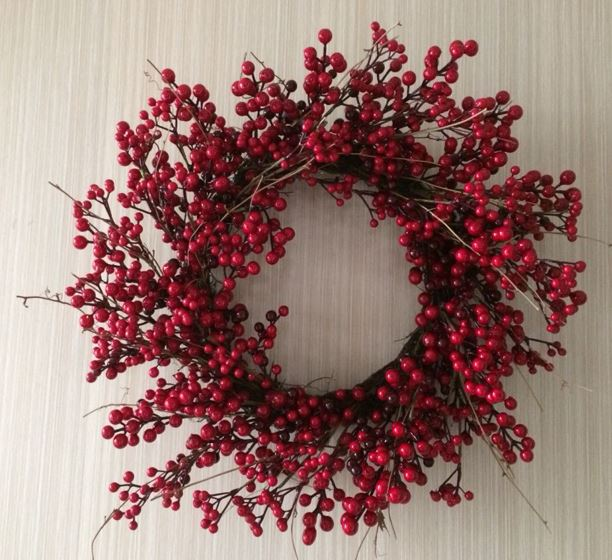 Glossy Red Berry Wreath - 24""