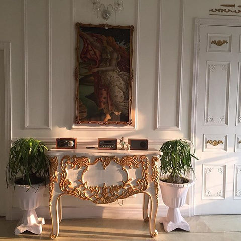 Commode with symmetric decor