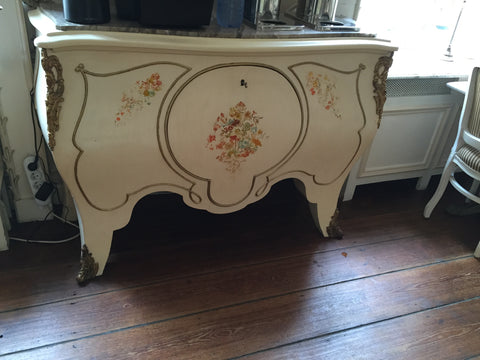 commode. chest of drawers, vacation, travel and decor blog.