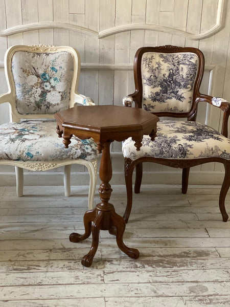 Classic decor French armchair cabriolet victorian gothic tripod table traditional decor