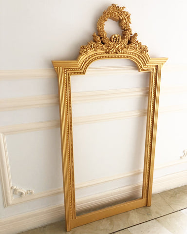 Frame inspired by Louis XVI held by a beautiful wreath & a delicate ribbon