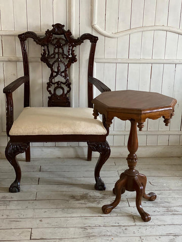 Chair with riband inspired by Chippendale