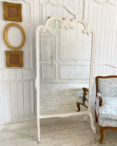 Standing mirror with a beautiful Louis XV frame