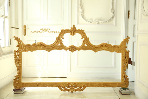 Frame inspired by Italian Baroque features