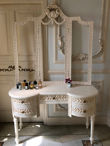 Dressing table of Louis XVI brilliance