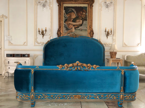 The upholstered Louis XVI Bed