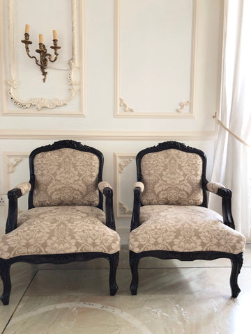 Fauteuil in dark patina of Louis XV elegance
