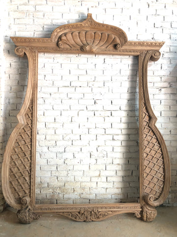 Frame in beautiful cartouche in oversized proportions