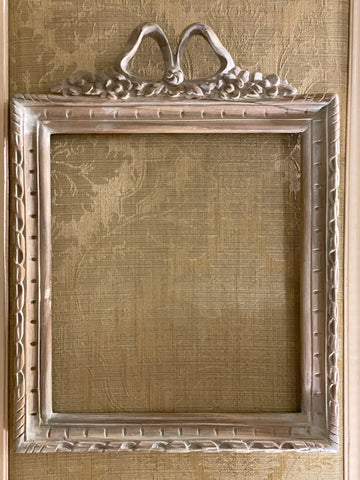 FRAME IN SQUARE SHAPE FROM THE UNFURLING WITH DELICATE RIBBON