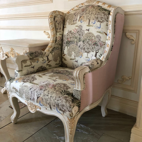 Upholstere wing chair of louis XV elegance