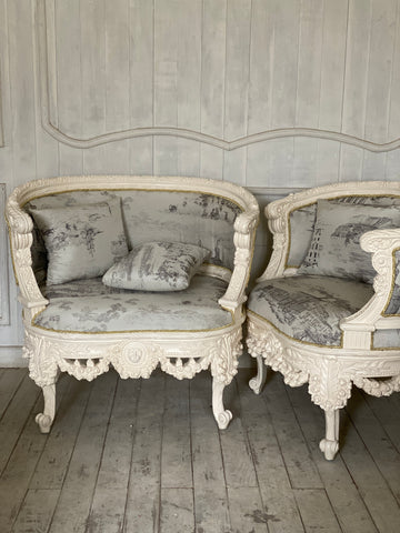 Bergere with lion motif & wreath of roses